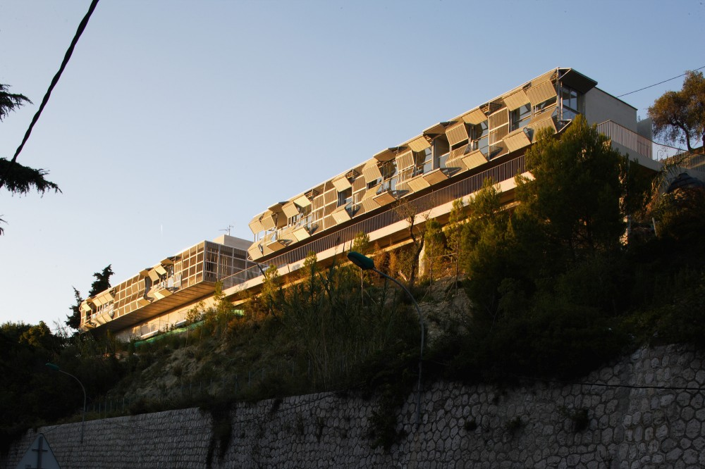 Strip of Six Apartments in Eze / CAB Architects