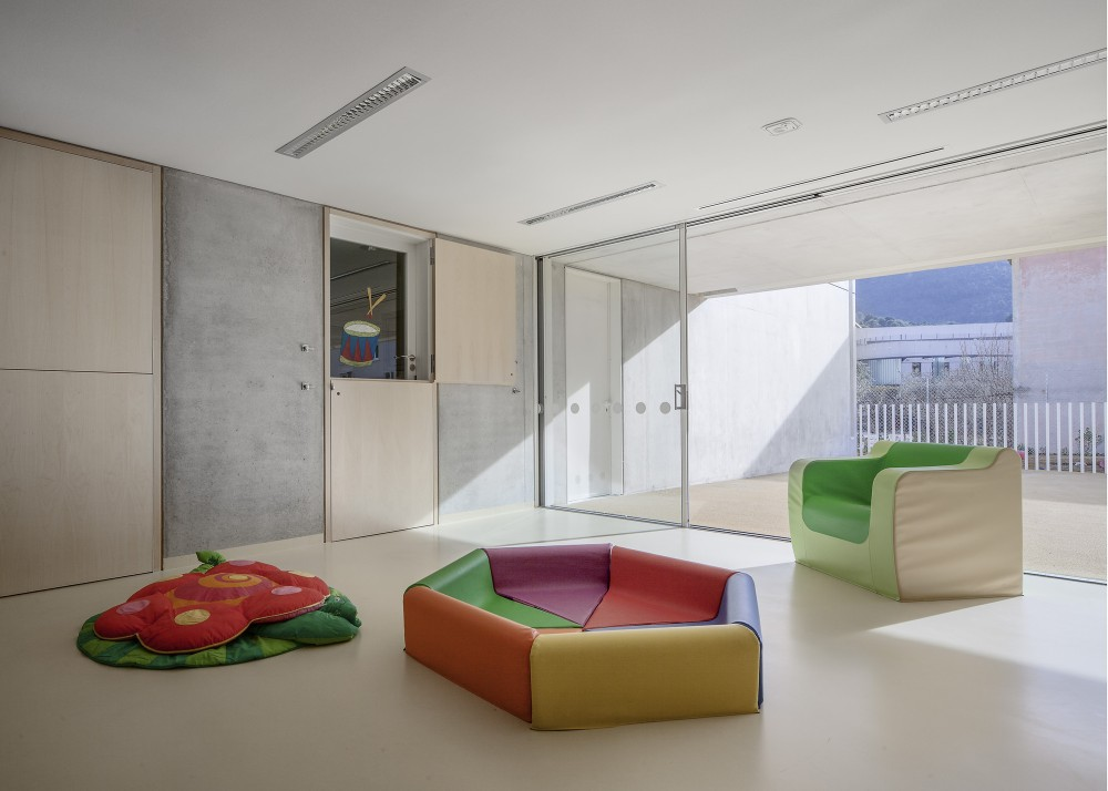 Childrens Day Care Center in La Trintite / CAB Architects
