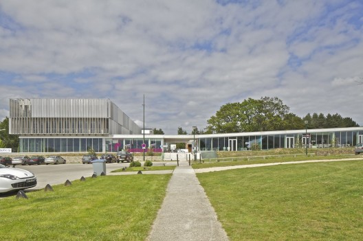 Pole Services / Barr Lambot Architectes  Philippe Ruault
