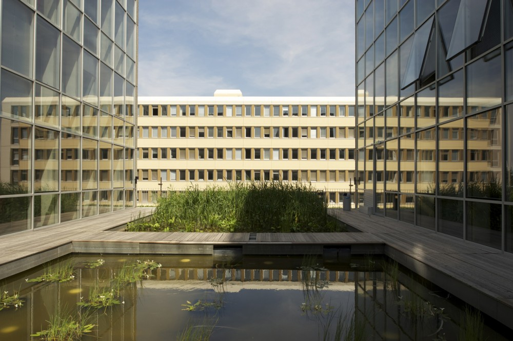 Tripode Office Building / Barr Lambot Architectes