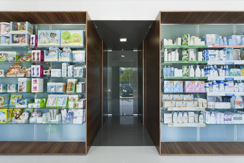 Campos Pharmacy / e|348 Arquitectura