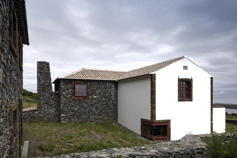 Environmental Interpretation Centre in São Jorge Island / Ana Laura Vasconcelos