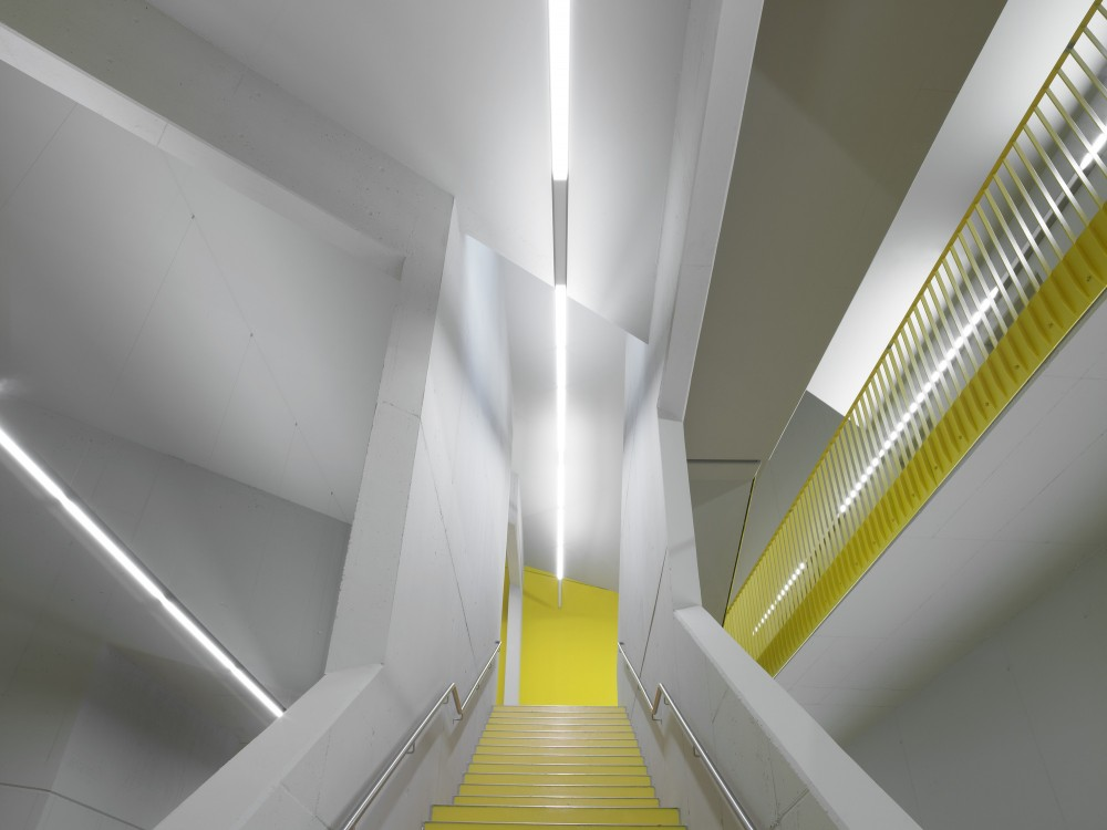 North Laser Center / blauraum