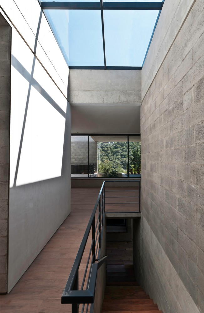 Bhos House / Ambrosi I Etchegaray