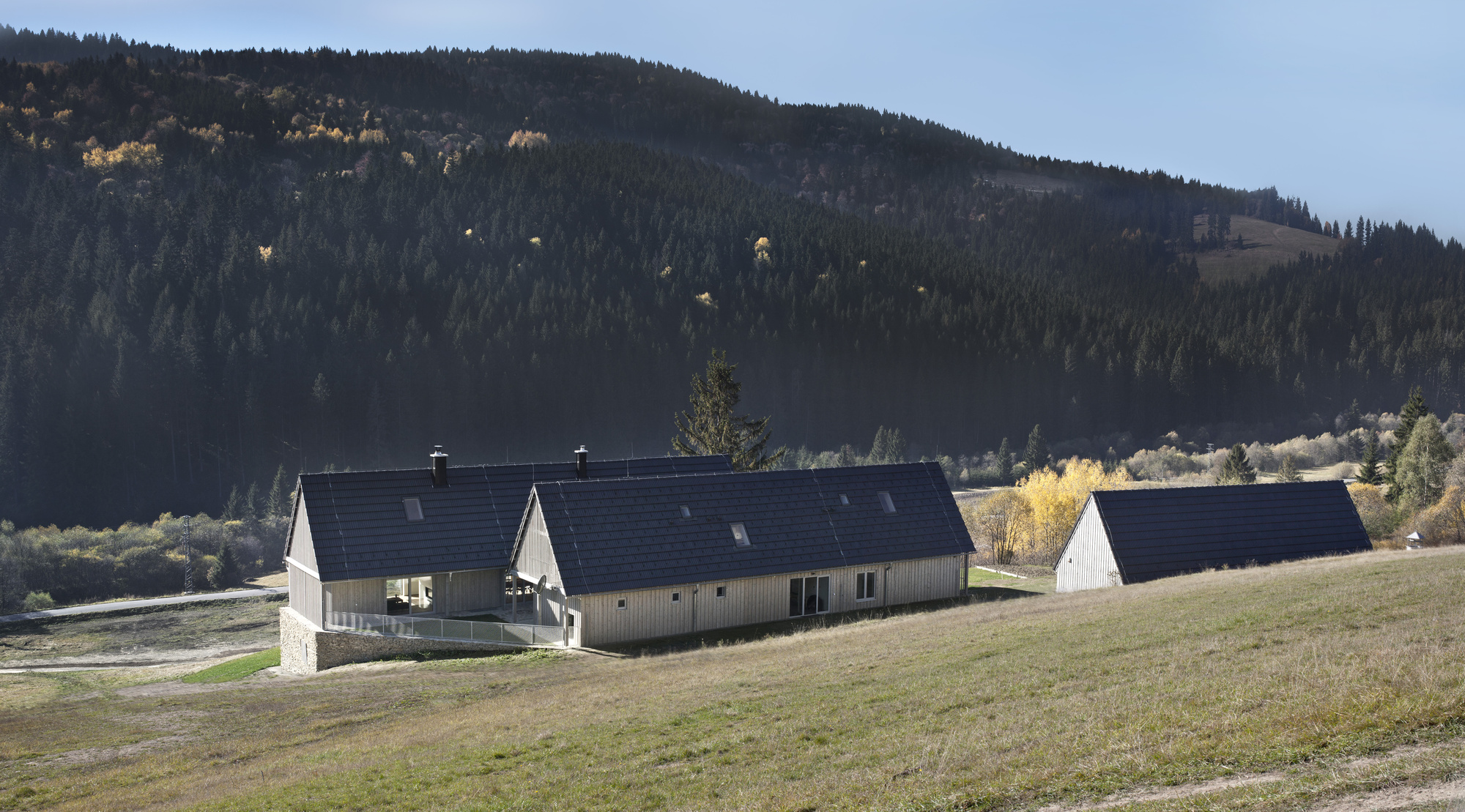50f50fe4b3fc4b262a000188_family-house-in-orava-a-lt-architekti_a-lt_architekti_orava_01.jpg