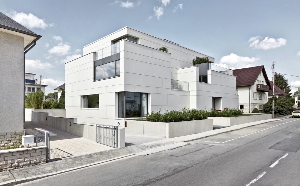 7 Units Housing Building / Metaform Architecture
