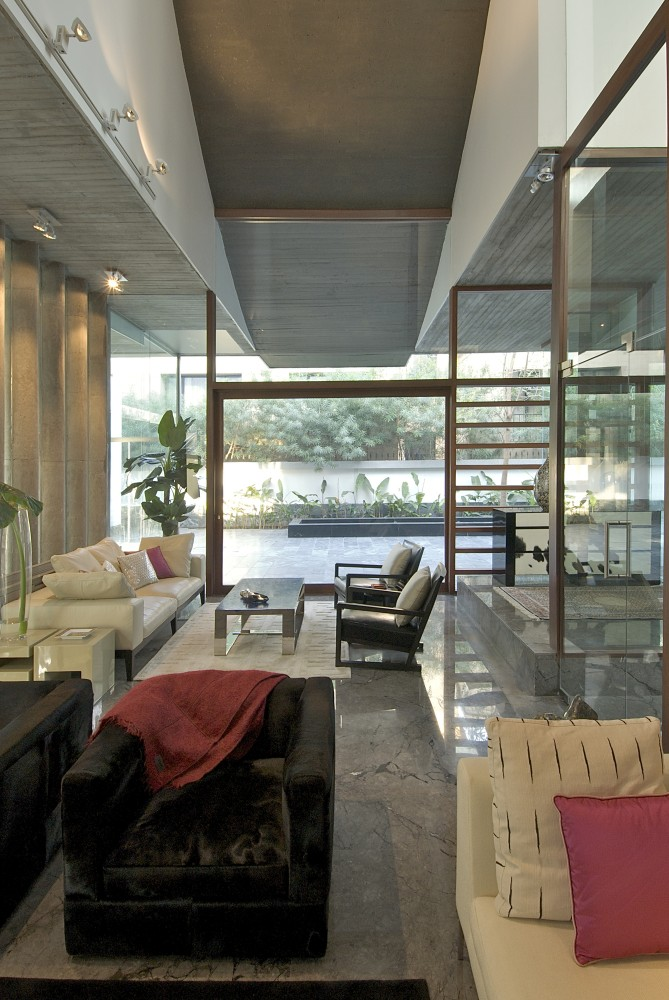 Poona House / Rajiv Saini