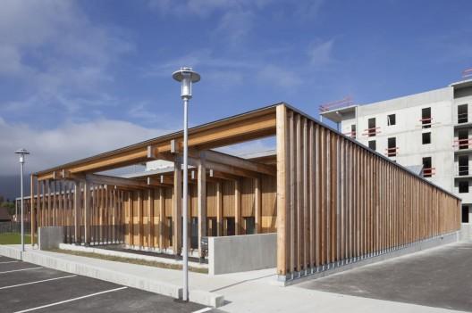 centre de la petite enfance clermont architectes archdaily. Black Bedroom Furniture Sets. Home Design Ideas