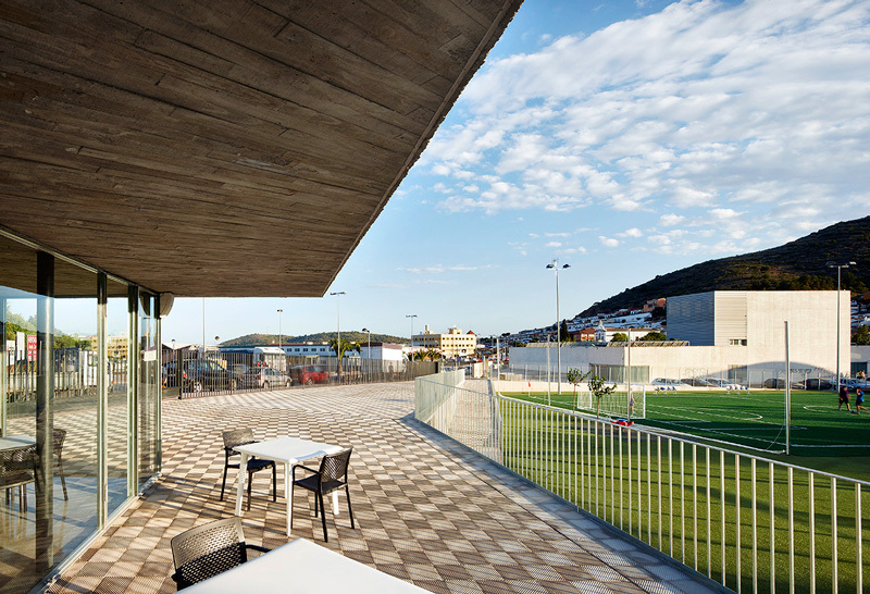 Vallpala Sports Centre / Vicente Salvador Arquitecto + Ignacio Vidal Arquitecto
