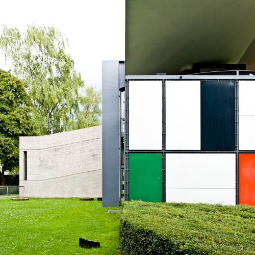 http://ad009cdnb.archdaily.net/wp-content/uploads/2013/01/50fc6524b3fc4b068c000063_ad-classics-centre-le-corbusier-heidi-weber-museum-le-corbusier_le-corbusier-switzerland-zurich-heidi-weber-pavilion-02-samuel-500x500.jpg