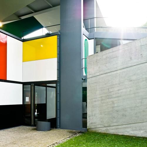 http://ad009cdnb.archdaily.net/wp-content/uploads/2013/01/50fc6528b3fc4b068c000064_ad-classics-centre-le-corbusier-heidi-weber-museum-le-corbusier_le-corbusier-switzerland-zurich-heidi-weber-pavilion-03-samuel-500x500.jpg