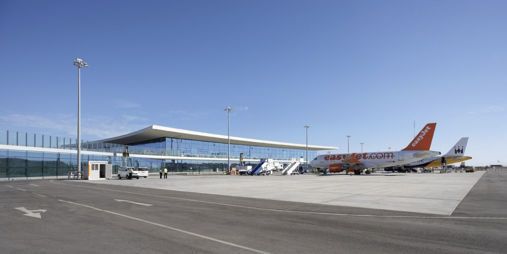 Gibraltar Airport / bblur architecture + 3DReid