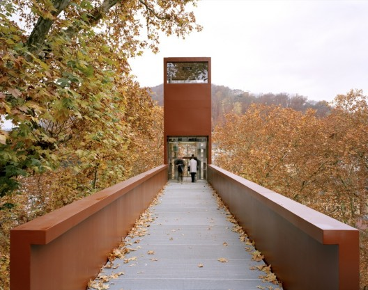 Limmat Footbridge and Promenade Lift  / Leuppi &amp; Schafroth Architekten  Roger Frei