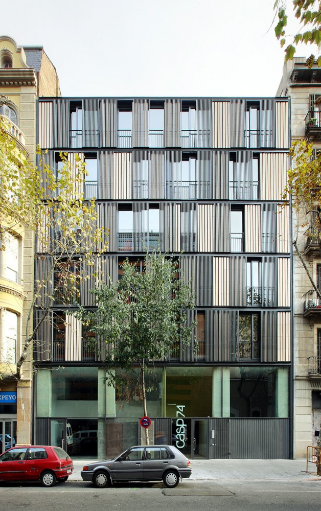 Apartment Building CASP 74 / Bach Arquitectes