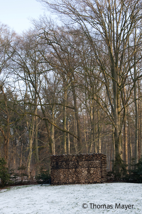 Tree-Trunk Garden House / Piet Hein Eek