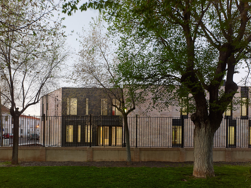 Almagros Courthouse / Estudio MMASA