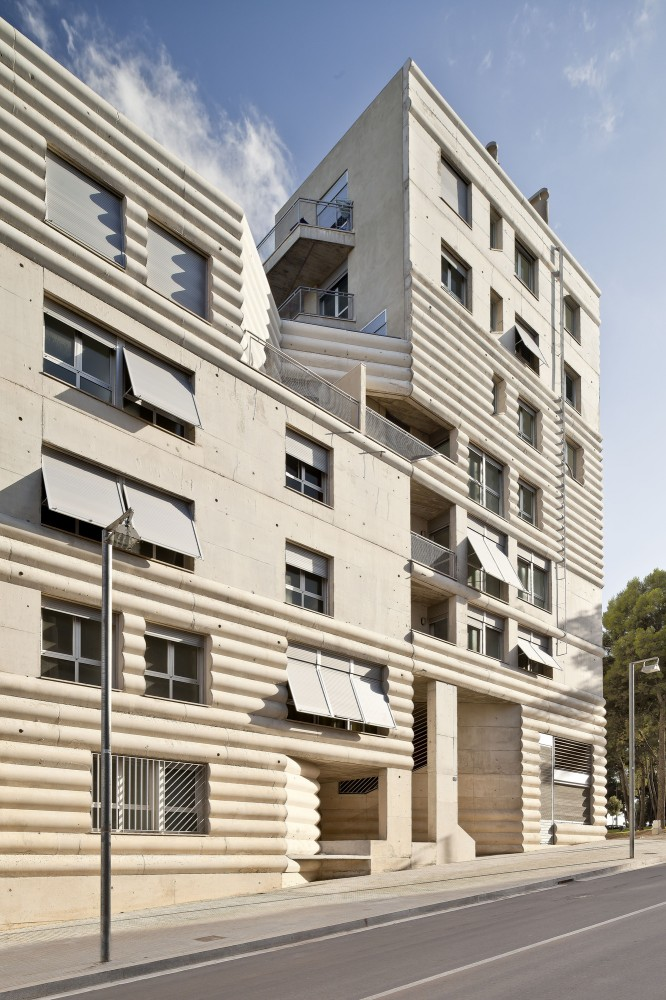 111 Building / Flores Prats