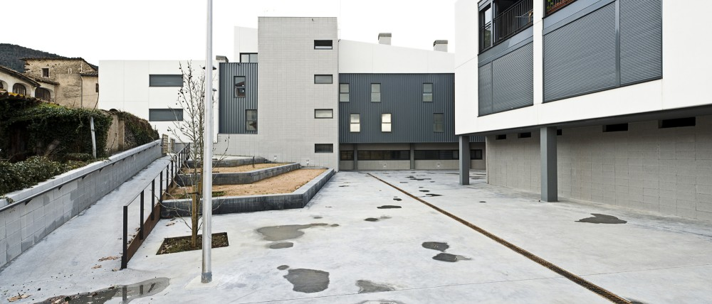 Buidling for 37 Apartments and a Primary Healthcare Centre in Les Preses / LEP Arquitectura + XCM Arquitectura