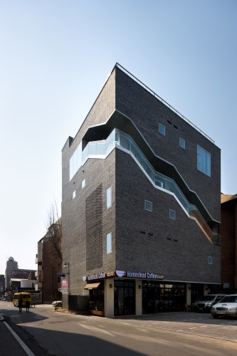 The Bricks / Doojin Hwang Architects  Youngchae Park