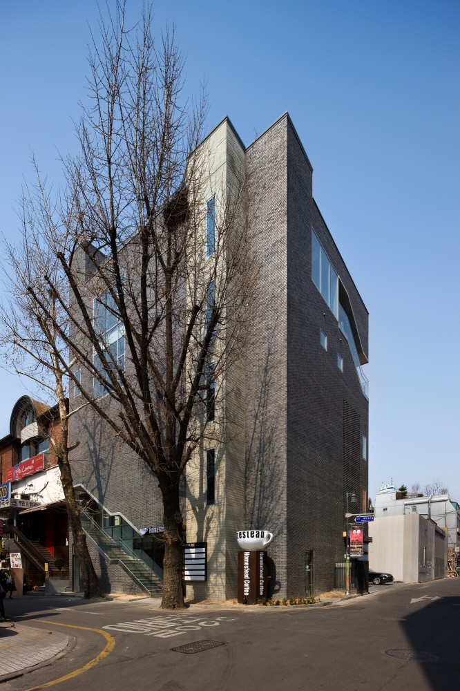 The Bricks / Doojin Hwang Architects