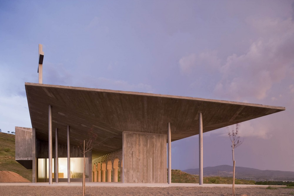 Shrine of the Virgin of La Antigua / Otxotorena Arquitectos