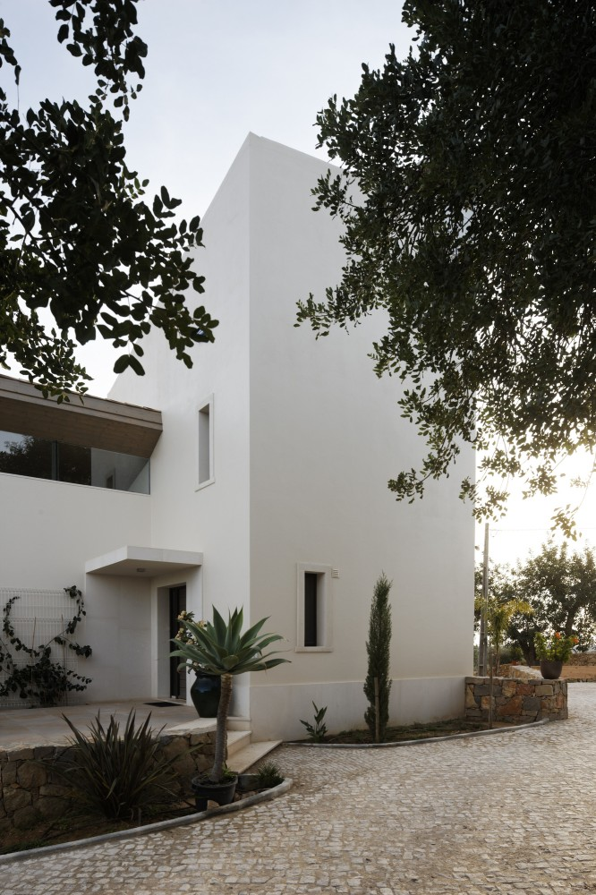 Holiday Home in the Algarve / Hilberink Bosch Architects