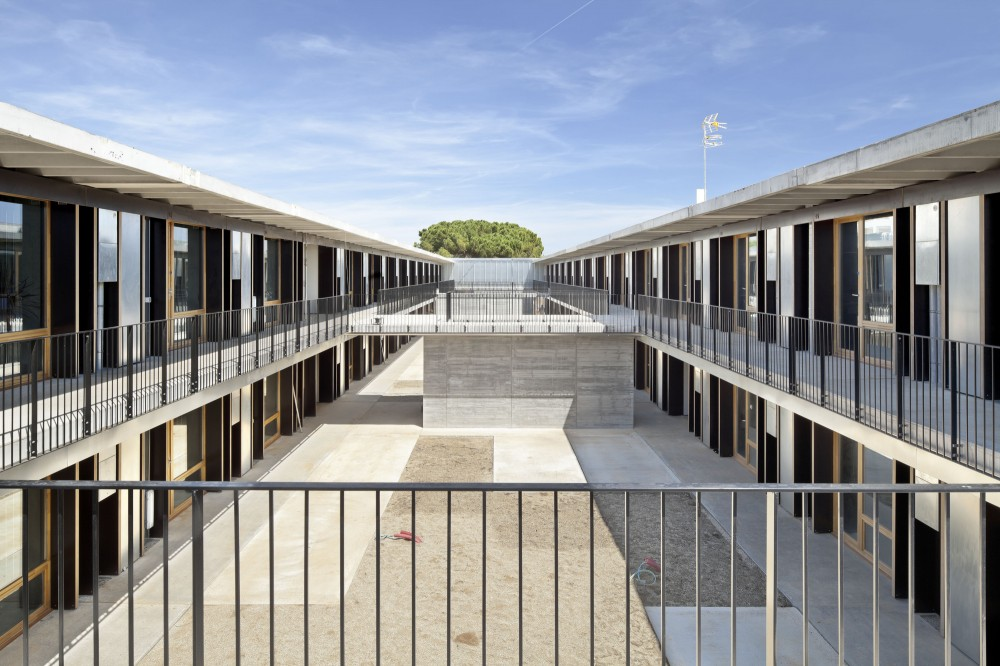Student Housing (Universitat Politcnica de Catalunya) / H Arquitectes + dataAE