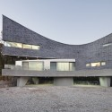 The Curving House / JOHO Architecture  Sun Namgoong