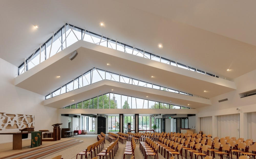 De Bron Church Renovation / Bureau MT
