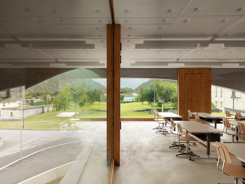 Schoolhouse Grono / Raphael Zuber