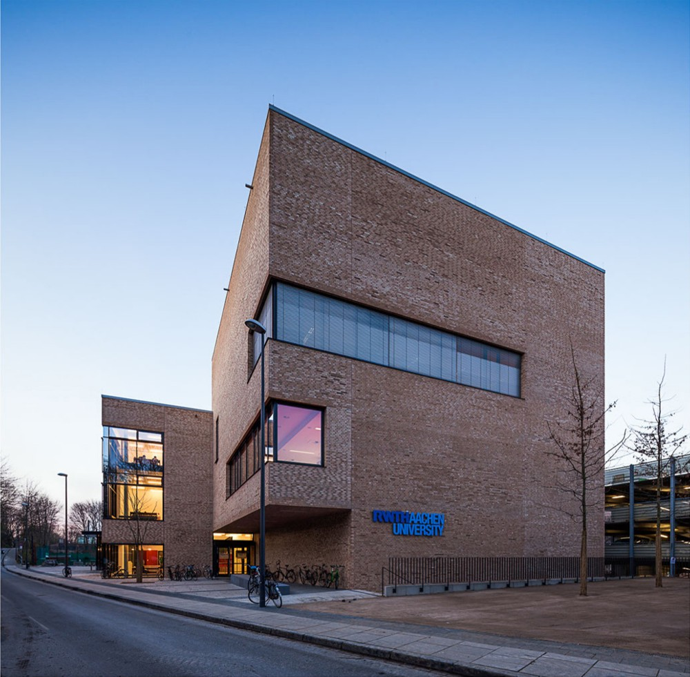 Hrsaalzentrum PPS / Hentrup Heyers + Prof. Fuhrmann