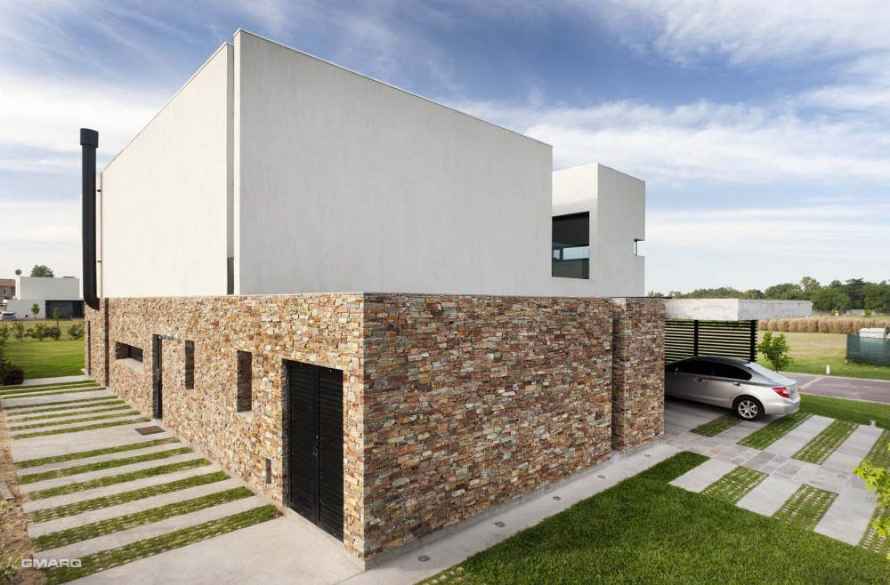 A House / Estudio GMARQ