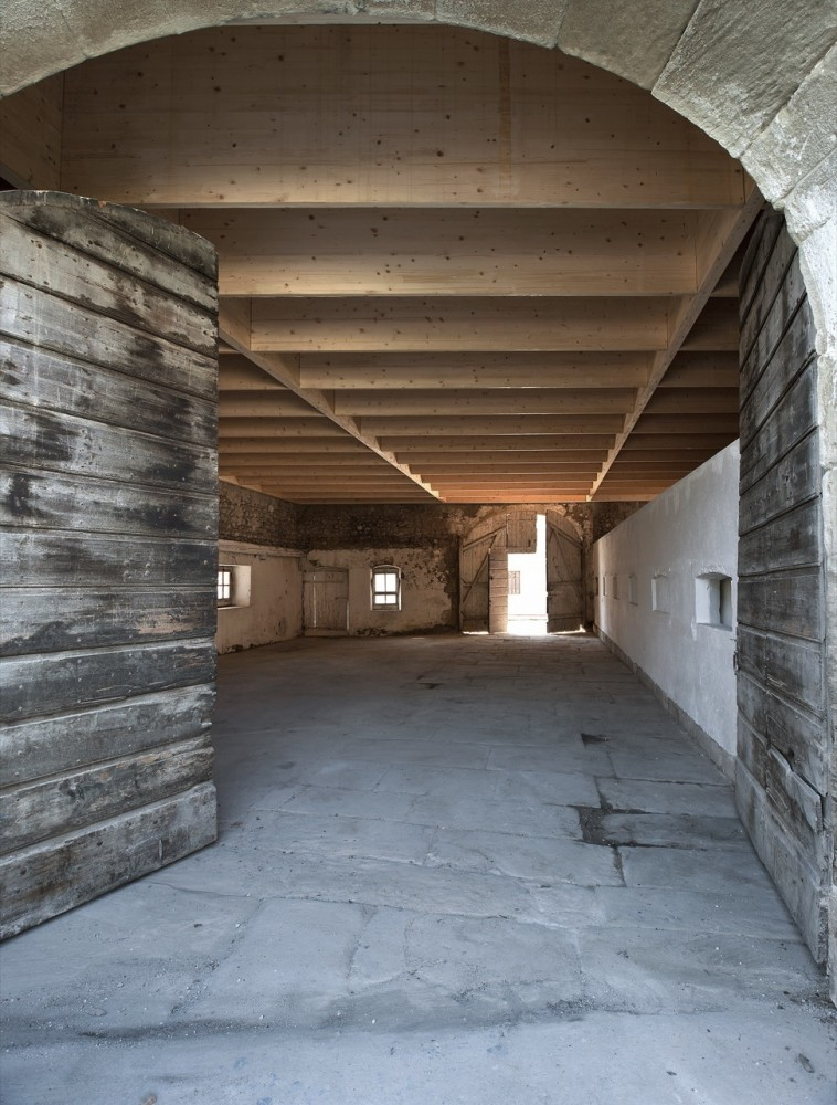 Studio in an Agricultural Building / Charles Pictet Architecte