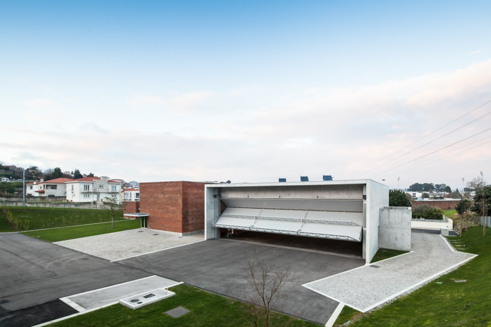 Fire Station in Santo Tirso / Alvaro Siza