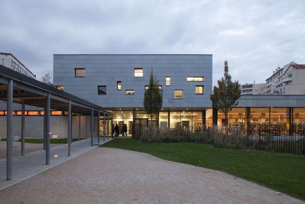 Extension of the IUFM school in Lyon / Atelier de la Passerelle