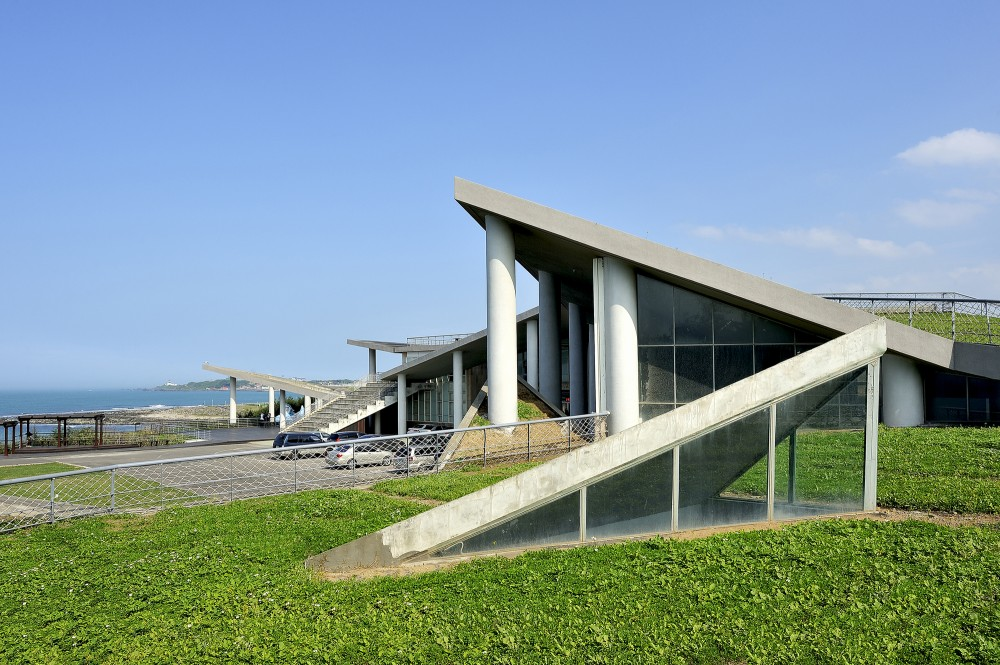 Baisha Wan Beach and Visitor Centre / Wang Weijen Architecture