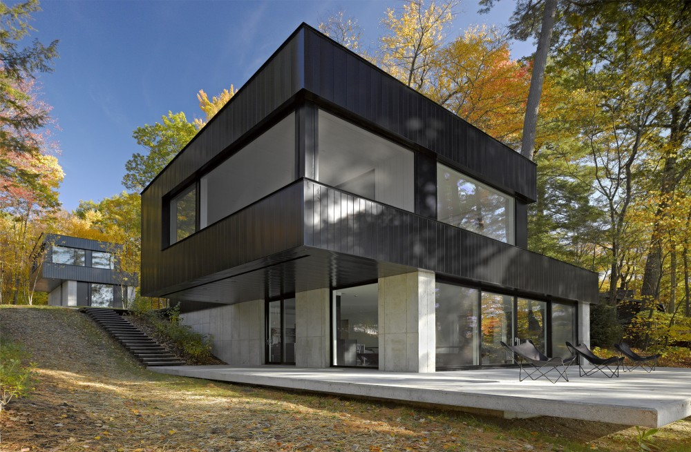 Cantilever Lake House / Birdseye Design
