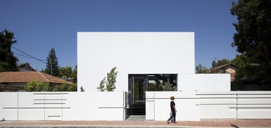 Ramat Gan House 2 / Pitsou Kedem Architects  Amit Geron