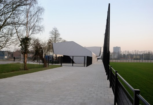 Two sports centers boshuizerkade ren van zuuk architects archdaily - Buro 13 architekten ...
