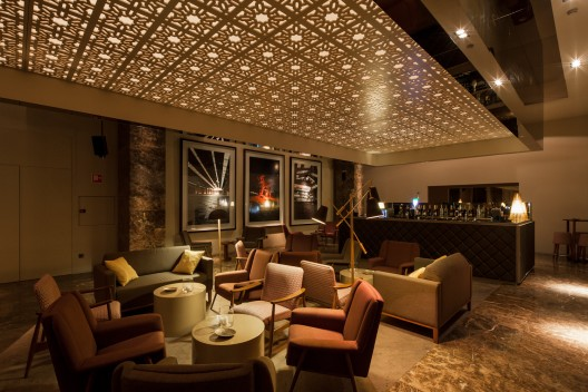 Bozen bar central arquitectos archdaily for Designhotel bozen