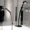 Mejores productos de arquitecto de la Semana del Diseño de Milán 2013 lámpara de mesa Paragon para Artemide / Daniel Libeskind (Display) © Gio Pini
