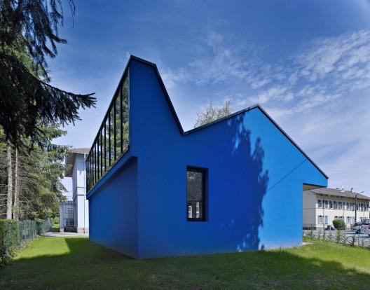 school classroom lo c picquet architecte archdaily. Black Bedroom Furniture Sets. Home Design Ideas
