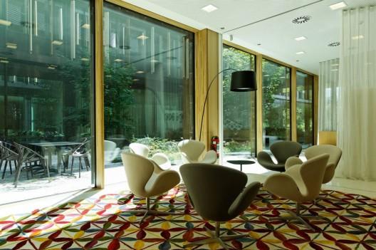 - 51ef2b9be8e44ea5b700009f_lalux-assurances-headquarters-jim-clemes-atelier-d-architecture-et-de-design_lalux_mg_1879-528x351