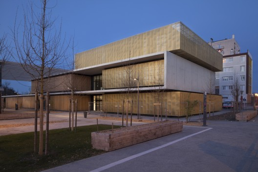 طراحی مدرسه معماری،مرجان حسام فر و جو ورونز
