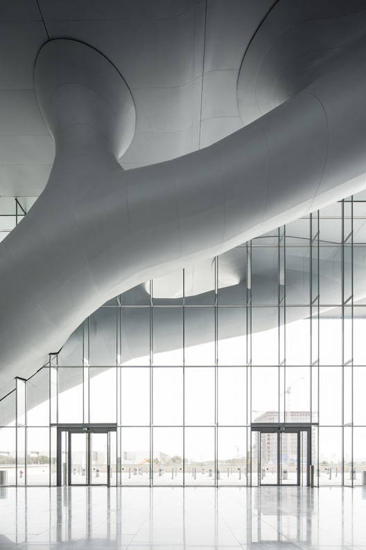 مجمع ملي قطر از آراتا ایسوزاکی،معماري پايدار همراه با نمايي نمادين