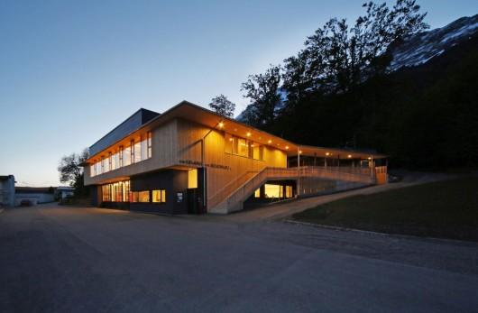 Fire station club house gnadenwald gsottbauer for Architektur werkstatt
