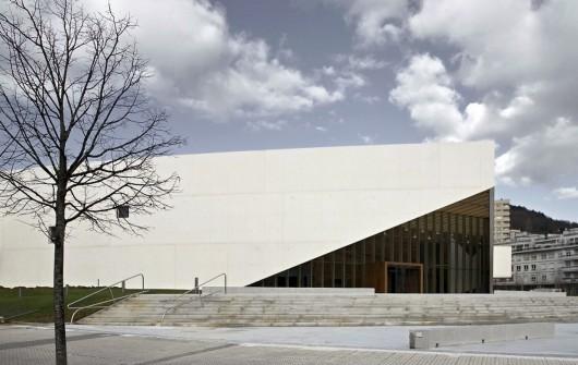 http://ad009cdnb.archdaily.net/wp-content/uploads/2013/11/513143b5b3fc4b0d98001440_carlos-santa-mar-a-center-jaam-sociedad-de-arquitectura_1337369472-jaam-ccs-6-530x335.jpg