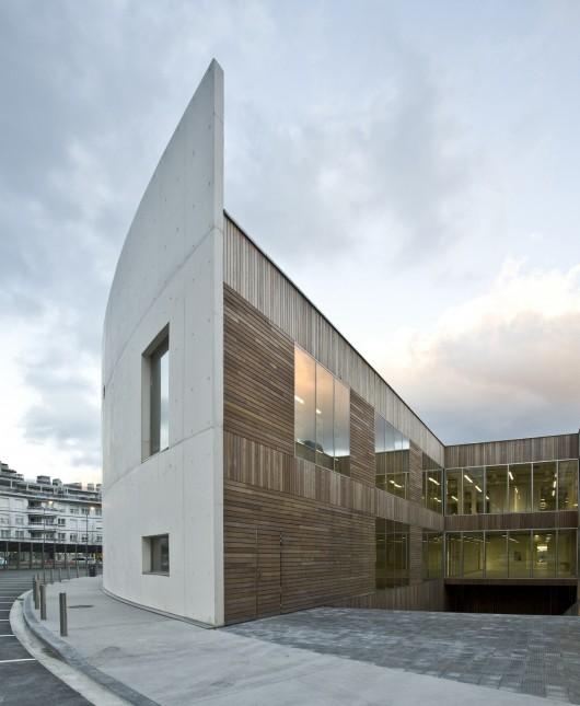 http://ad009cdnb.archdaily.net/wp-content/uploads/2013/11/513143edb3fc4b0d98001445_carlos-santa-mar-a-center-jaam-sociedad-de-arquitectura_1337369504-jaam-ccs-21-530x645.jpg