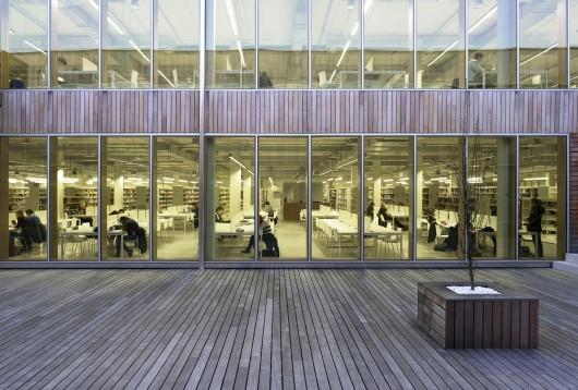 http://ad009cdnb.archdaily.net/wp-content/uploads/2013/11/51314413b3fc4b0d9800144a_carlos-santa-mar-a-center-jaam-sociedad-de-arquitectura_1337369891-jaf8041-530x358.jpg