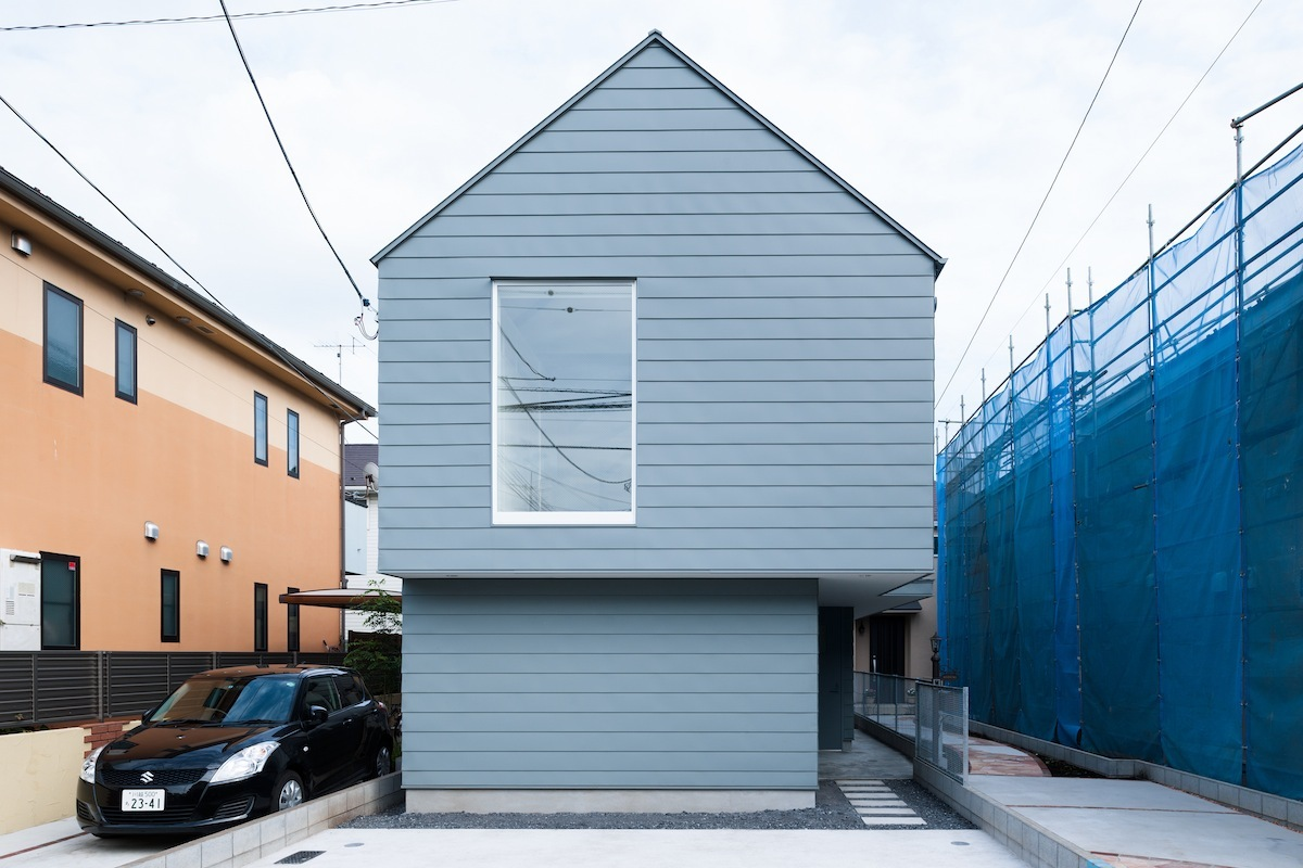 Small house designed to take advantage of the sun 39 s path for Tiny house architects